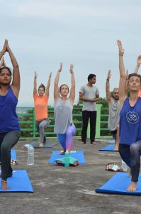 rishikesh yogpeeth, yoga teach training, yoga school, yoga, rishikesh, india, yoga pose, lunge, rooftop, green tara wellness,