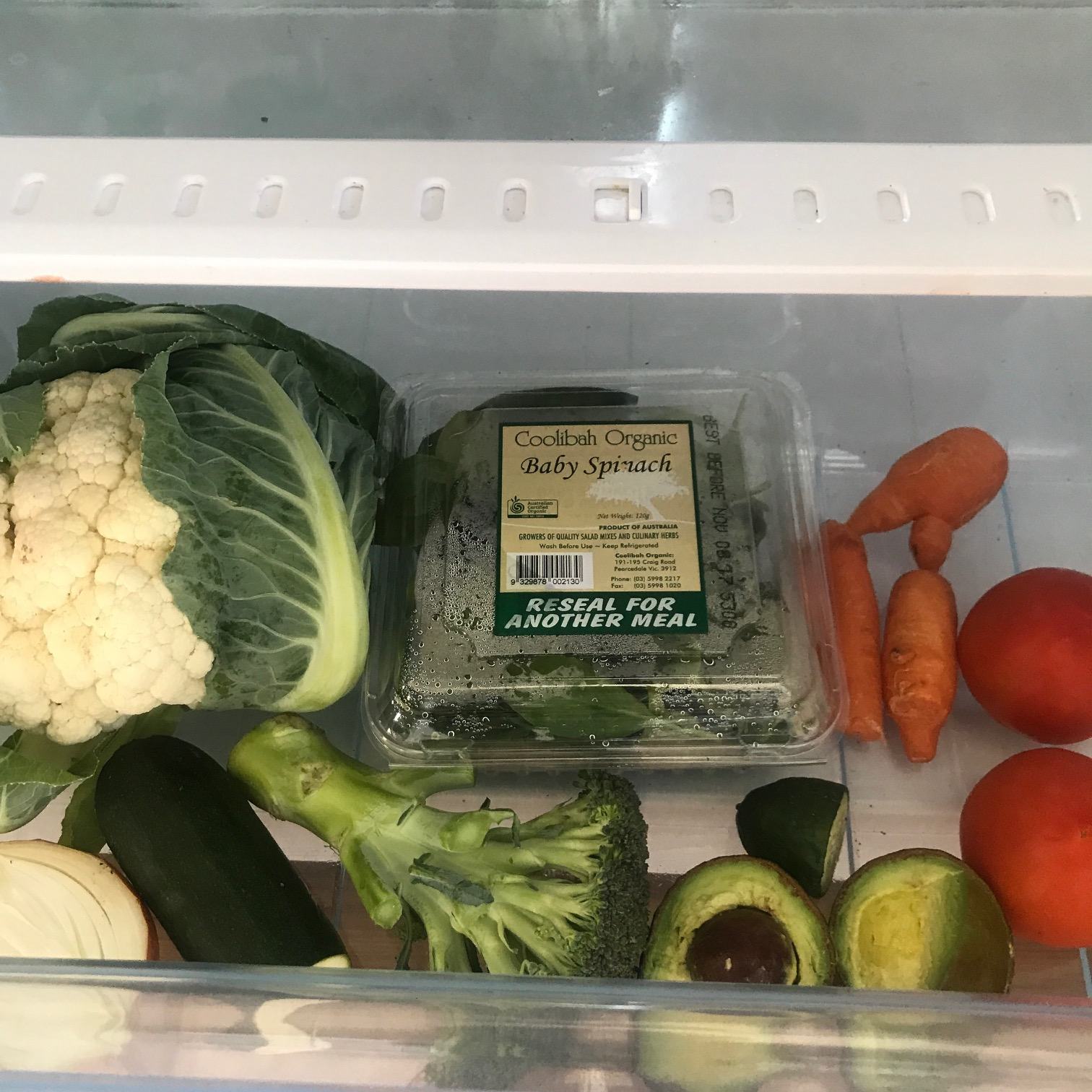 crisper, fridge, vegetables, organic, cauliflower, spinach, avocado, tomato, onion, carrot,